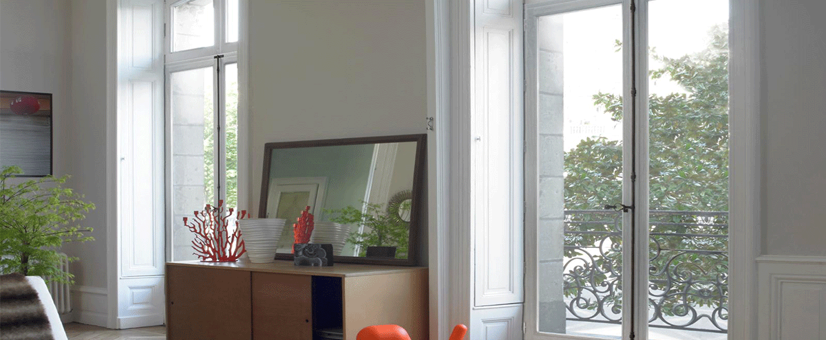Fenêtre en bois de fabrication française.