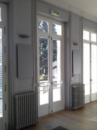 Remplacement de l'esemble des fenêtres, porte d'entrée et sortie de secours d'un chateau recevant du public. Fenêtre esprit ancien. Système sécurisé et porte anti-panique.