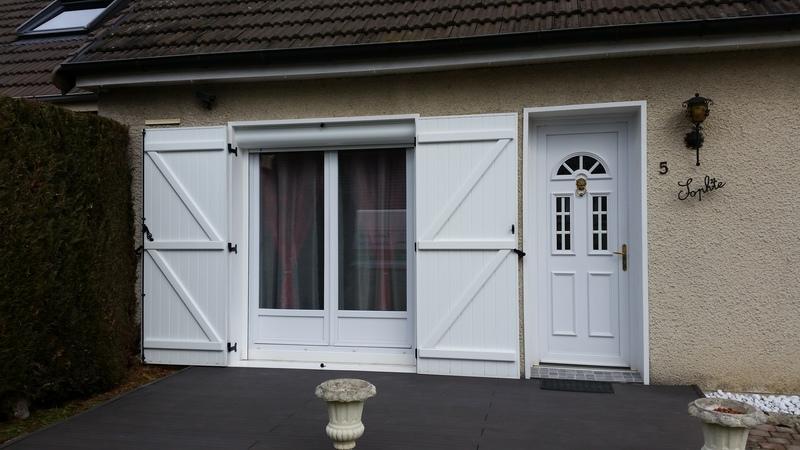 Pose de porte-fenêtre, volets battants, volet roulant + porte d'entrée esthétique avec double sécurité