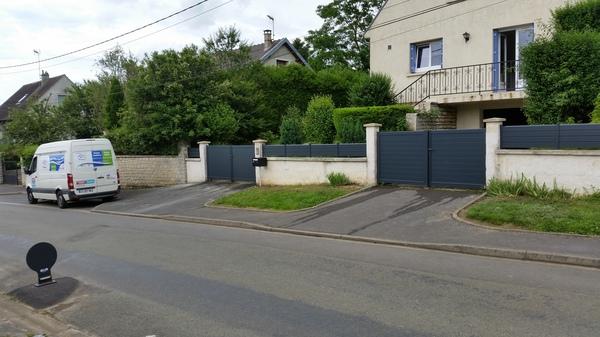 Remplacement d'un portail et d'une cloture existants par un ensemble en PVC.